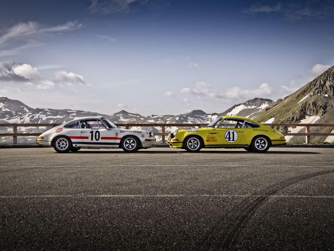 The Porsche 911 2.5 ST (right), GT class winner at Le Mans in 1972, later went into private ownership – and essentially disappeared. In 2013 it was rediscovered by a collector in the US and painstakingly restored at Porsche Classic.