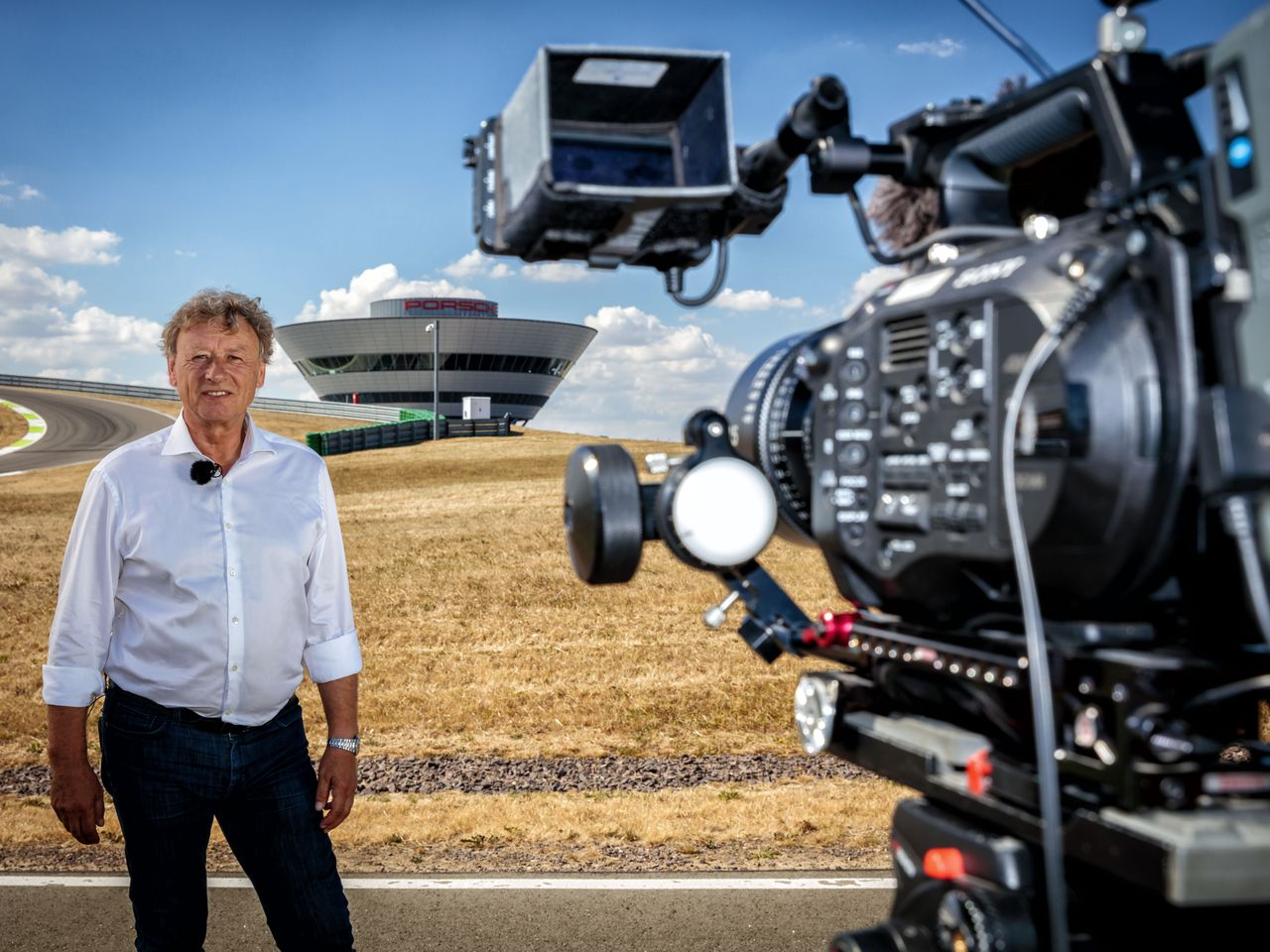 Tilke and his design office created the track in Leipzig. In the interview, he takes us through the individual sections. During filming at the Porsche Leipzig grounds, temperatures were well in excess of 30 degrees Celsius (86 degrees Fahrenheit).