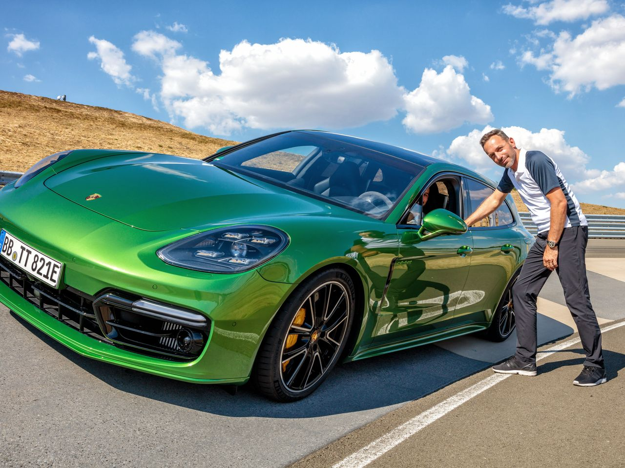 Protagonist: The Panamera Turbo S E-Hybrid Sport Turismo takes to the circuit for 9:11 Magazin. The following images provide more impressions: